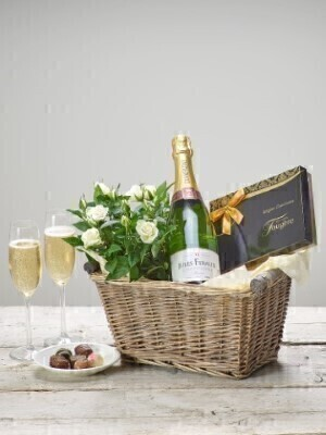 Champagneandnbsp;and Rose Plant - Gift Basket