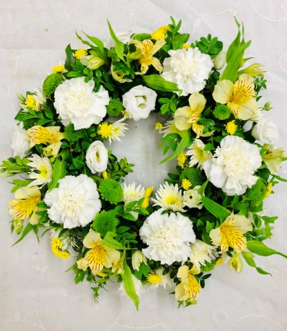 Classic Wreath - Yellow and Cream Large: Booker Flowers and Gifts