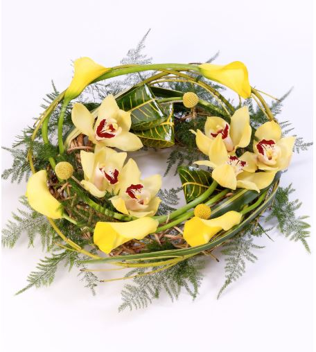 Woodland Wreath Large: Booker Flowers and Gifts